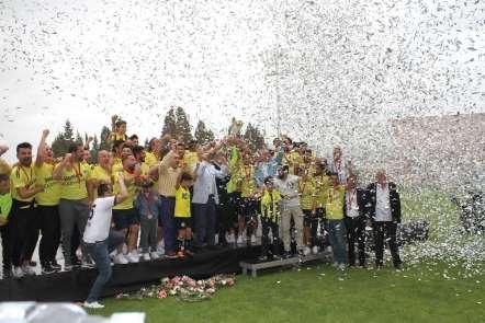 Menemenspor şampiyonluk kupasını coşkuyla kutladı