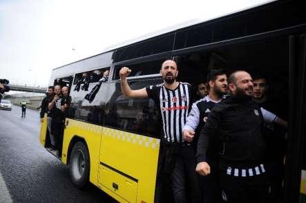Beşiktaş taraftarı Türk Telekom Stadyumu'na geldi