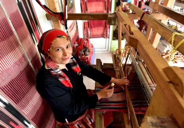 Keşan dokumacısı Ayşe Saka 'yılın kalfası' seçildi