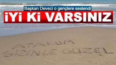Atakum gençler, Başkan Deveci'nin adını kumsala yazdı