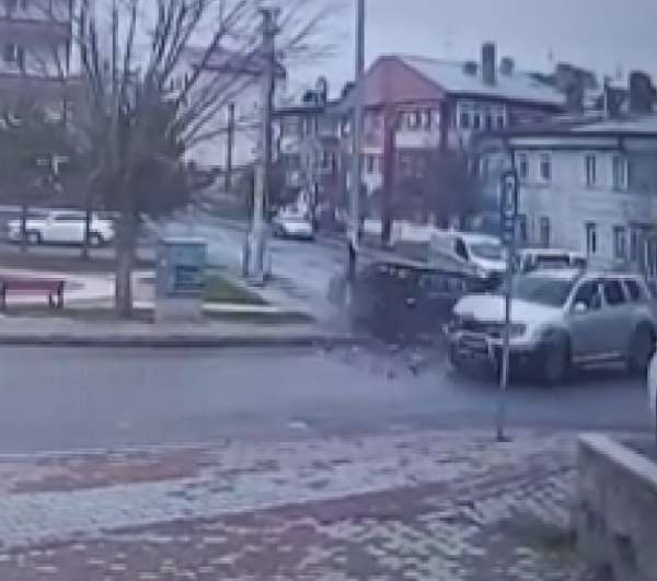 5 kişinin yaralandığı kaza kameralara yansıdı