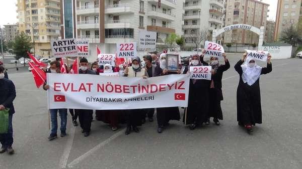 Evladını terörün elinden kurtarmak isteyen bir aile daha HDP önündeki nöbete katıldı