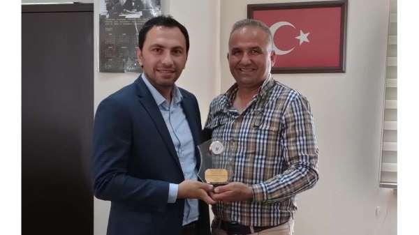 MEÜ Öğretim Üyesi Doç. Dr. Hüseyin Gümüşe Yılın En İyi Sportif Davranış ödülü
