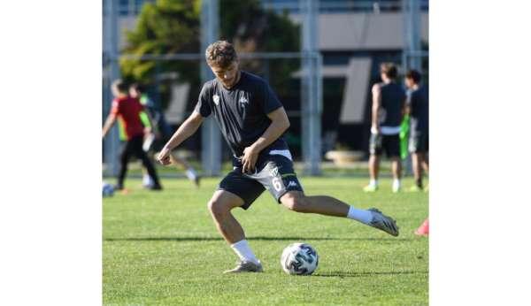 Bursasporda Keçiörengücü maçı hazırlıklarına ayak tenisi oynayarak devam etti