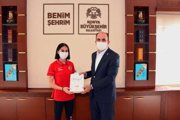 Cimnastikte Türkiyenin gururu olan Elif Çolak Başkan Altayla buluştu
