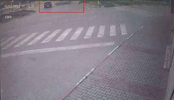 Kavşaktaki kaza anı kamerada