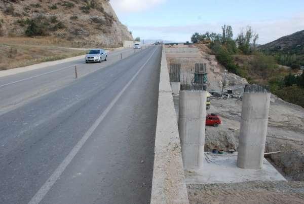 Tokat'ta heyelanlara köprülü çözüm