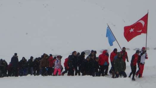 Hakkari'de Sarıkamış şehitleri için yürüyüş düzenlendi