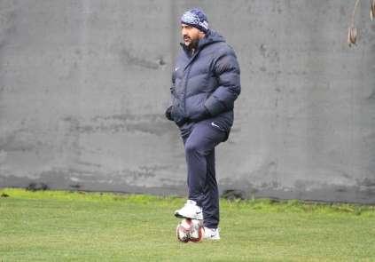 Adana Demirspor Teknik Direktör Özat ile ilk antrenmana çıktı