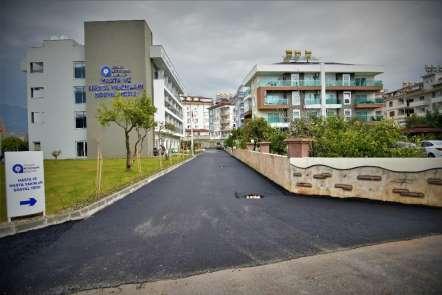 Alanya'daki sosyal tesisin çevresi asfaltla kaplanıyor