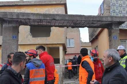 Siirt'te metruk binanın bir bölümü çöktü: 3 çocuk yaralı