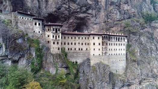 Sümela Manastırı'nda 3,5 yıldır süren restorasyon çalışmaları kapsamında 4 bin t