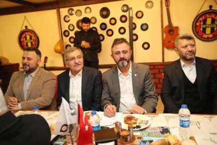 Başkan Adayı Murat Aydın Giresunlular Derneğinin düzenlediği kahvaltıya katıldı