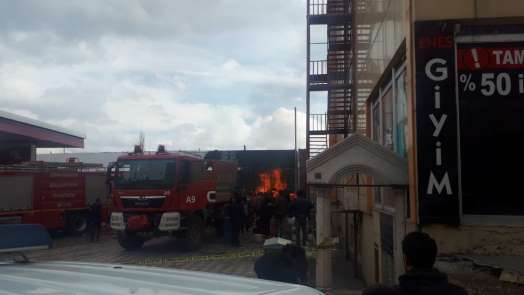 Giresun'un Şebinkarahisar ilçesinde bir akaryakıt istasyonunda yangın çıktı