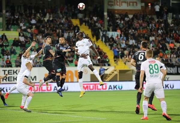 Spor Toto Süper Lig: Aytemiz Alanyaspor: 1 - Atiker Konyaspor: 2 (İlk yarı)