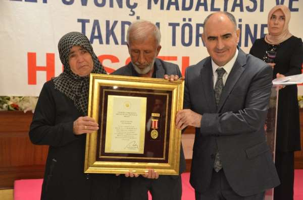 Şehit aileleri ve gazilere Devlet Övünç Madalyası verildi