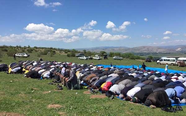 Her yıl burada toplanıp dua ediyorlar, peki neden?