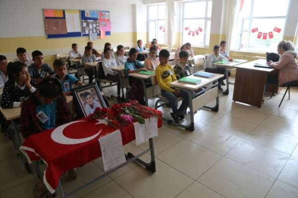Teröristlerin bombalı saldırısında ölen 13 yaşındaki Bilen'in arkadaşları, sıras