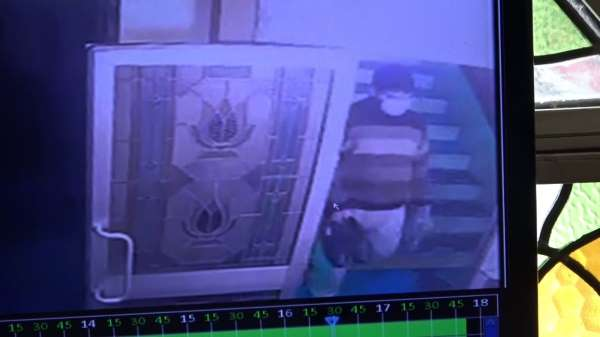 Camiden ayakkabı hırsızlığı kameraya yansıdı