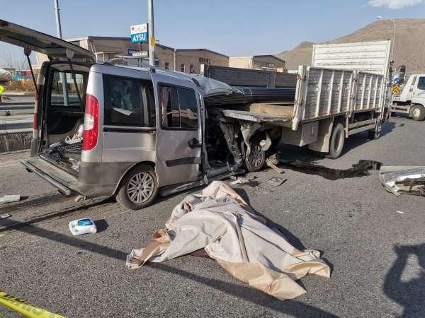 Kayseride feci kaza: 2 ölü, 1 yaralı