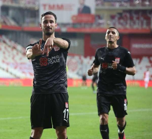 Sivassporda Erdoğan Yeşilyurt, gol sayısını 3 yaptı