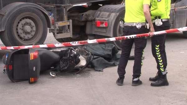 Ataşehirde feci kaza: Beton mikserinin altında kalan motosikletli hayatını kaybetti