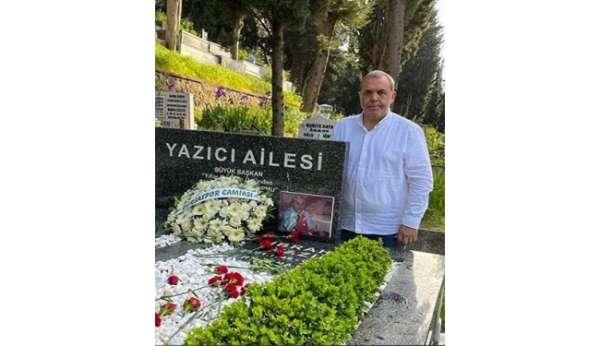 Bursaspor Başkanı Erkan Kamat, İbrahim Yazıcının kabrini ziyaret etti