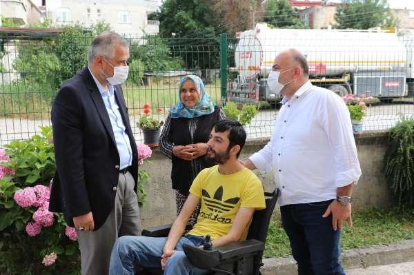 Başkan Hamit Kılıçtan akülü tekerlekli sandalye yardımı