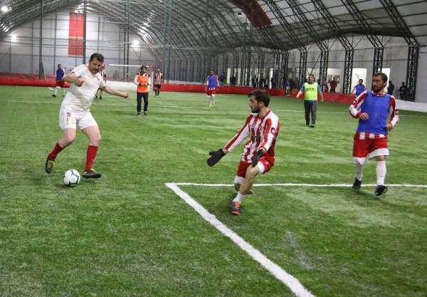 İl protokolü ile din görevlileri futbol maçında karşılaştı