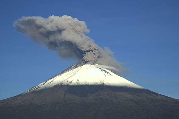 Meksikadaki Popocatepetl Yanardağında 3 patlama yaşandı