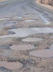 Sofraz yolundaki çukurlar kazalara davetiye çıkartıyor