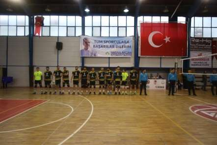 Akyazı Belediyesi voleybol takımından rahat galibiyet