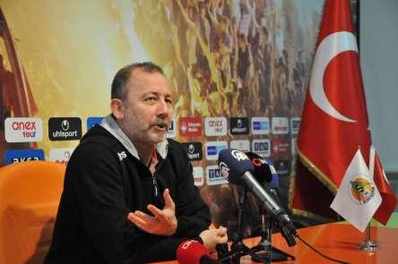 Sergen Yalçın: 'Ozan'ı futbolcu olduğuna ikna etmeye çalışıyoruz'