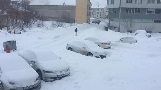 Karlıova yine güne karla uyandı