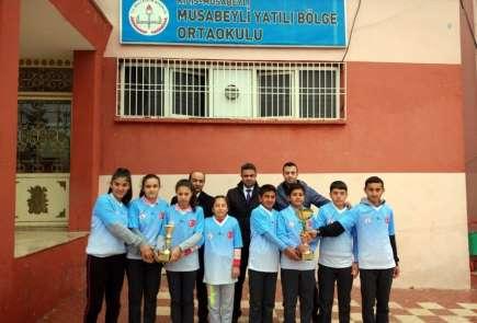 Musabeylili öğrenciler dart sporunda birinci oldu