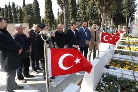 AK Parti Zeytinburnu Adayı Ömer Arısoy Regaip Kandili'nde 15 Temmuz Şehitliği'ni
