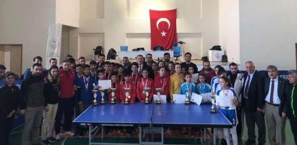 Van'da masa tenisi il birinciliği müsabakaları