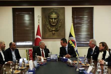Binali Yıldırım, Fenerbahçe Spor Kulübünü ziyaret etti