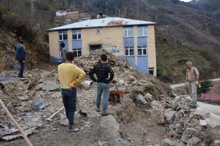 Başkan Kaya, taş duvar çalışmaları inceledi