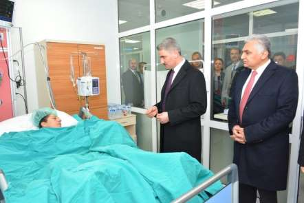 Vali Baruş'tan patlamada yaralanan vatandaşa ziyaret