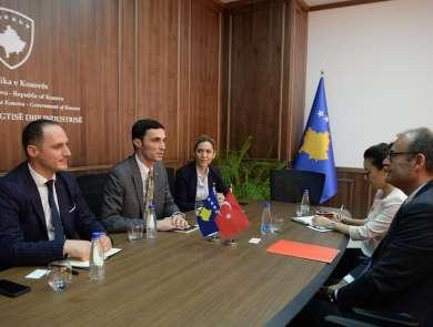 Kosova ile Türkiye arasına ekonomik ilişkilerin geleceği taşınması imkanları gör