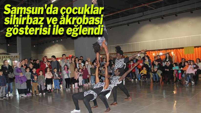 Samsun'da çocuklar sihirbaz ve akrobasi gösterisi ile eğlendi