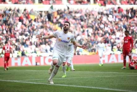 Hasan Hüseyin Acar ilk golünü attı