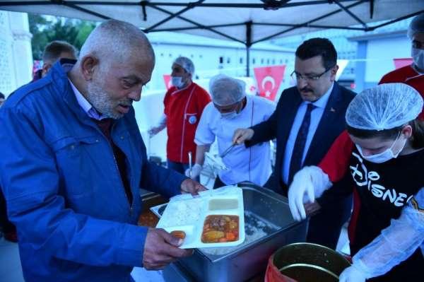 Trabzon'da 5 ayrı noktada iftar çadırları kuruldu, ilk iftarlar açıldı
