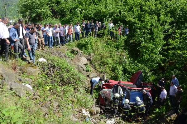 Kontrolden çıkan otomobil menfeze uçtu: 2 yaralı