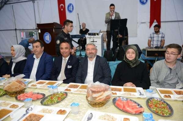Başkan Aşgın, ilk orucunu iftar çadırında açtı