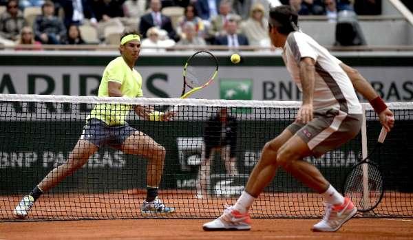Fransa Açık'ta Nadal, Federer'i geçerek finale yükseldi