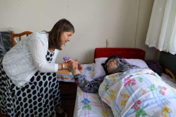 İhtiyaç sahibi ailelere tekerlekli sandalye yardımı
