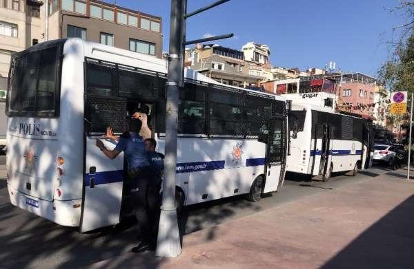 Beyoğlu'nda Çevik Kuvvet otobüsü kazaya karıştı: 2 yaralı