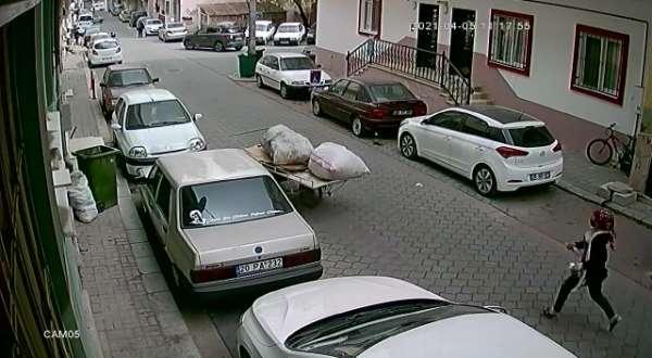 Elinden kaçırdığı arabanın peşinden koştu ama kazaya engel olamadı